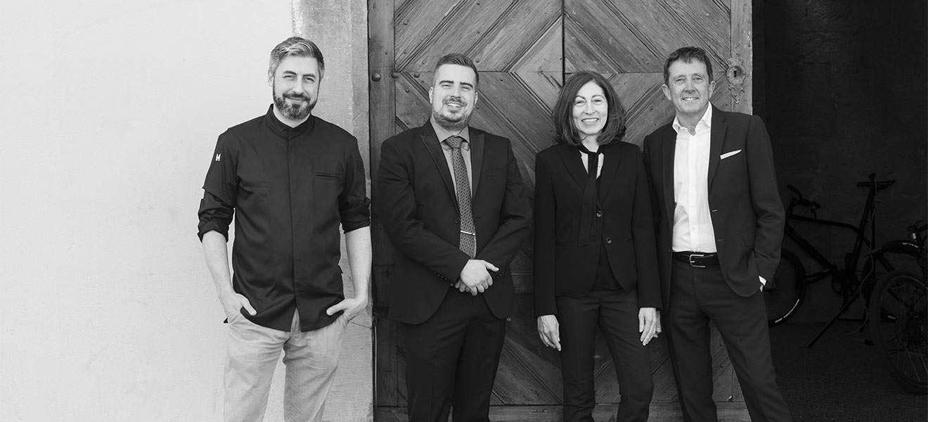 Spitzenkoch Flavio Fermi mit Restaurantleiter Michael Ruchti und dem Hotellerie-Ehepaar Eveline und Roland Tischhauser